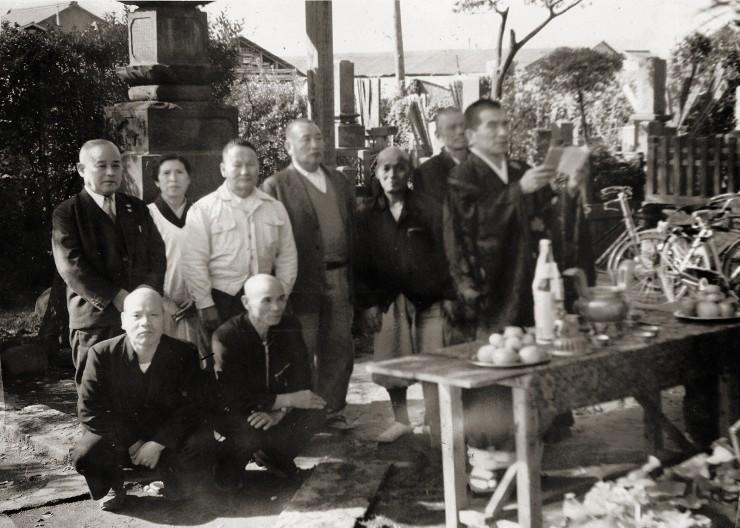 福性寺の先の大戦の慰霊碑 日本語と英語の写真説明は本文中