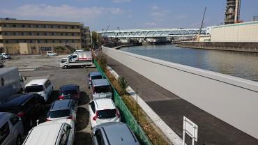 墨田川堤防脇の散歩道