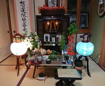 お寺の中のお盆飾りです