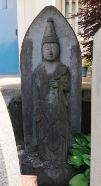 涅槃仏様のうしろの聖観音菩薩